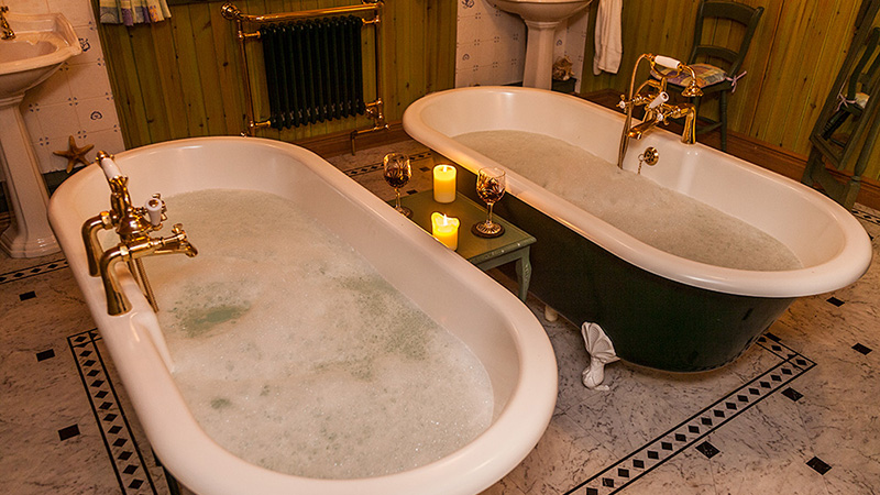 His & Hers Roll Top Baths - Ptarmigan cottage
